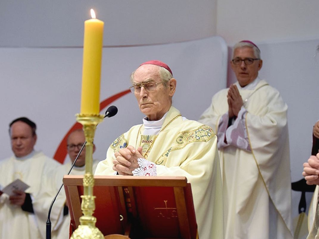 Na pierwszym planie Abp Alfons Nossol (za nim abp Wiktor Skworc) w Krzyżowej 12 listopada 2019 r.