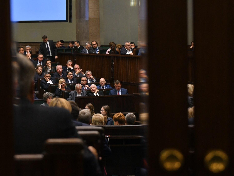 Posłowie podczas czwartego dnia pierwszego posiedzenia Sejmu IX kadencji