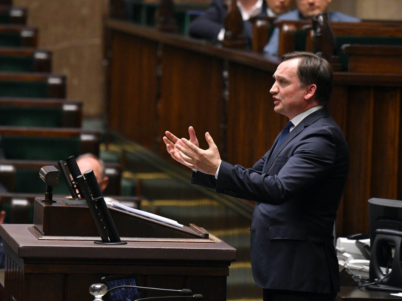 Minister sprawiedliwości i prokurator generalny Zbigniew Ziobro przemawia w Sejmie. Warszawa, 19 grudnia 2019 r.