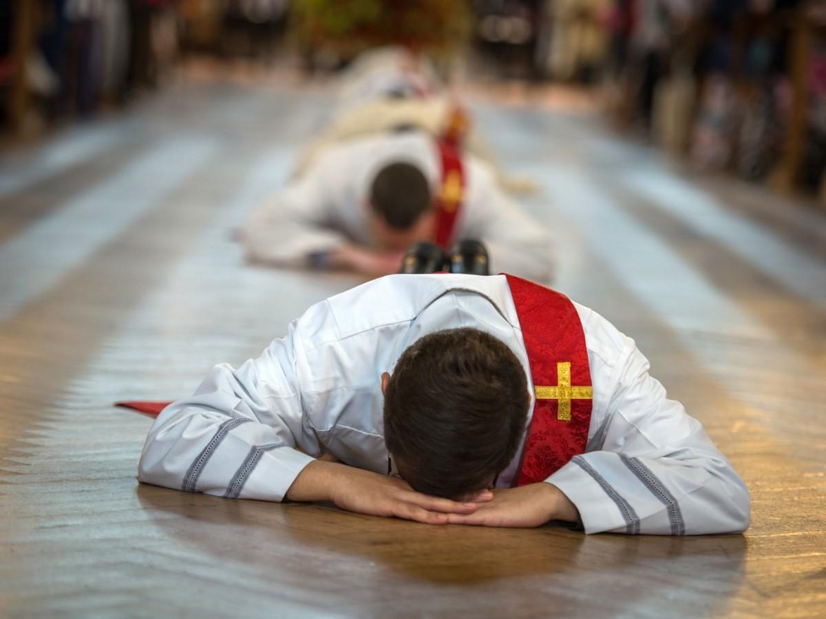 Nie patrzmy na księży jak na herosów