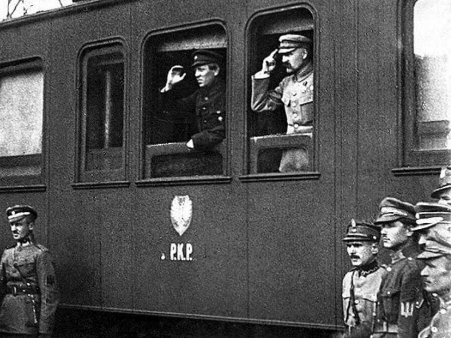 Spotkanie marszałka Józefa Piłsudskiego i atamana głównego Symona Petlury na dworcu kolejowym w Winnicy 16 maja 1920 r.