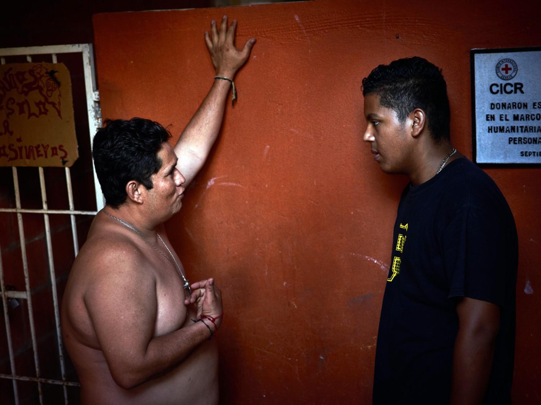 """Mieszkańcy domu dla uchodźców """"La 72"""" w meksykańskim Tenosique"""