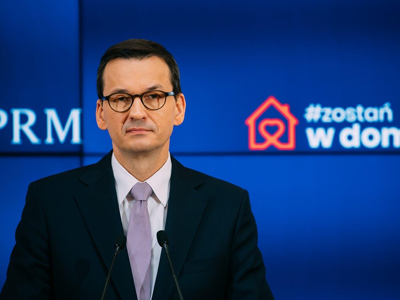 Premier Mateusz Morawiecki podczas konferencji prasowej 9 kwietnia 2020 r. w Warszawie