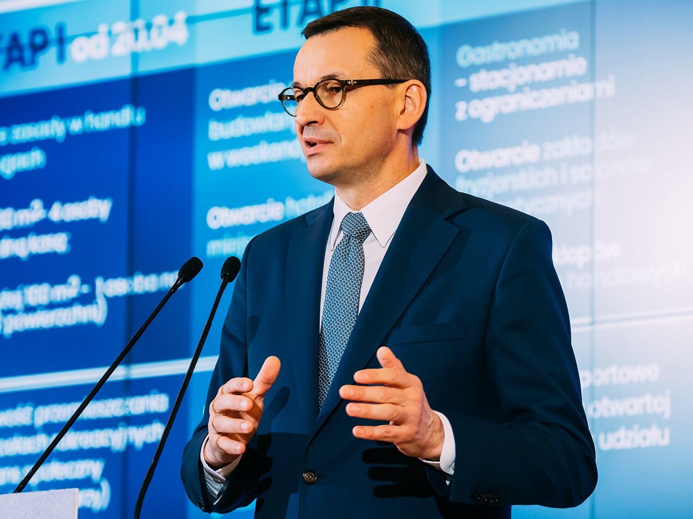 Premier Mateusz Morawiecki podczas konferencji prasowej 17 kwietnia 2020 r. w Warszawie