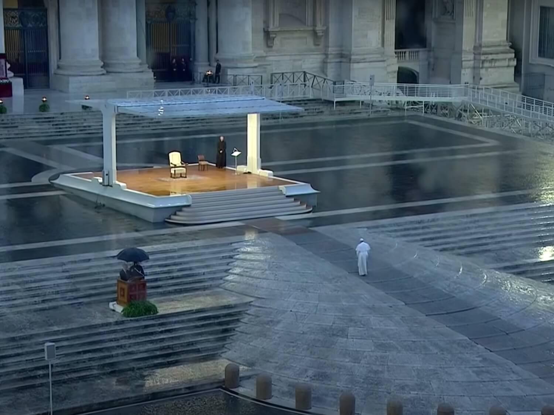 Franciszek na pustym placu św. Piotra 27 marca 2020 roku