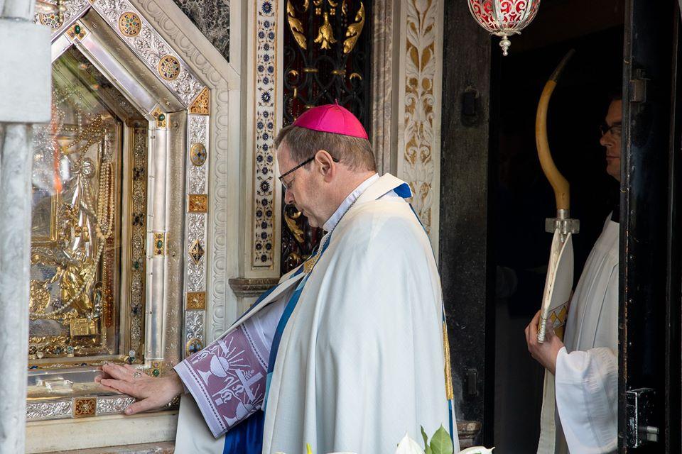 Skrzywdzeni przez księży w Niemczech dostaną od episkopatu do 50 tys. euro