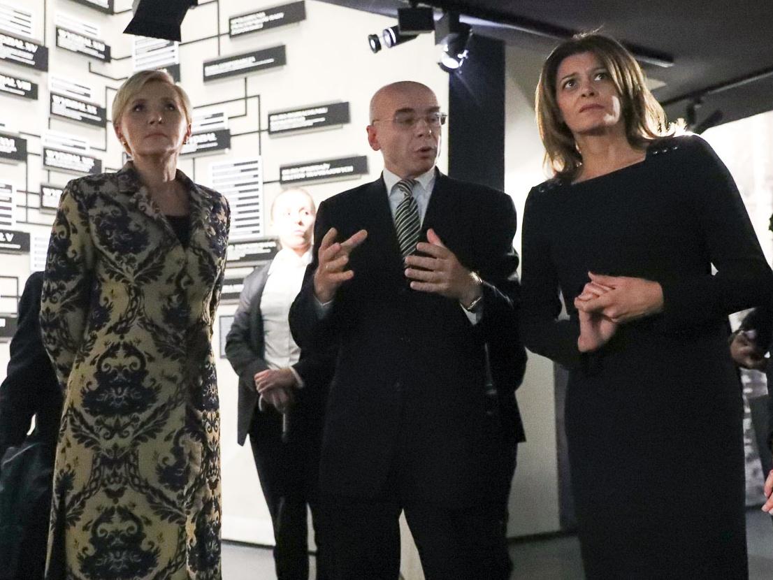 Podczas wizyty prezydenta Republiki Bułgarii w Polsce pierwsze Damy Agata Kornhauser-Duda (z lewej) i Desislawa Radewa (z prawej) udały się do Muzeum Historii Żydów Polskich Polin. Oprowadzał je dyrektor prof. Dariusz Stola