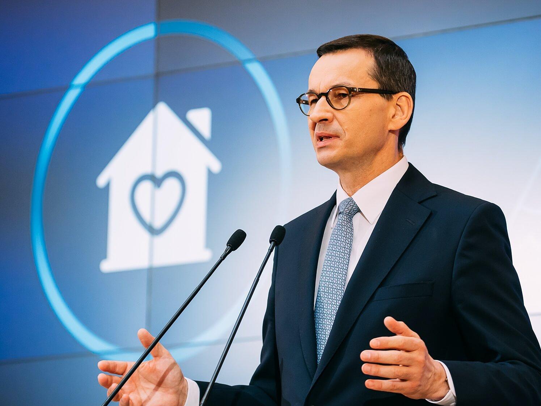 Premier Mateusz Morawiecki podczas konferencji o kolejnych krokach w walce z koronawirusem