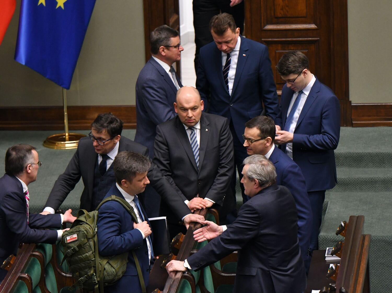 Jan Dziedziczak (w środku) na posiedzeniu Sejmu 13 lutego 2020 r.