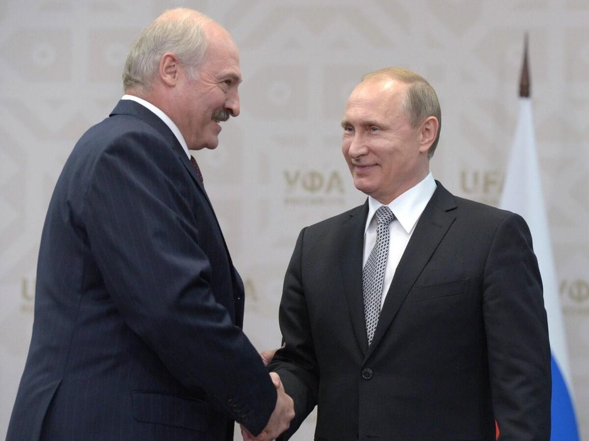 Prezydent Białorusi Alaksandr Łukaszenka i prezydent Rosji Władymir Putin podczas spotkania w 2015 roku