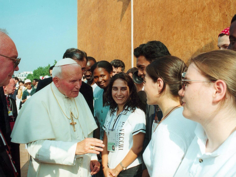 Jan Paweł II podczas spotkania z młodzieżą