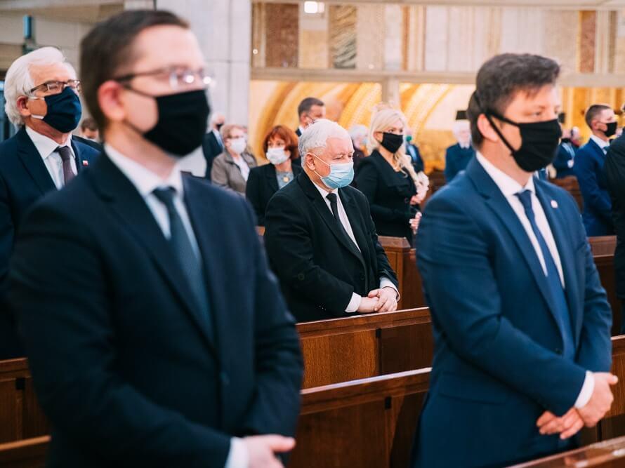 Msza w setną rocznicę urodzin Karola Wojtyły w sanktuarium św. Jana Pawła II w Krakowie 18 maja 2020 r. W środku prezes PiS Jarosław Kaczyński