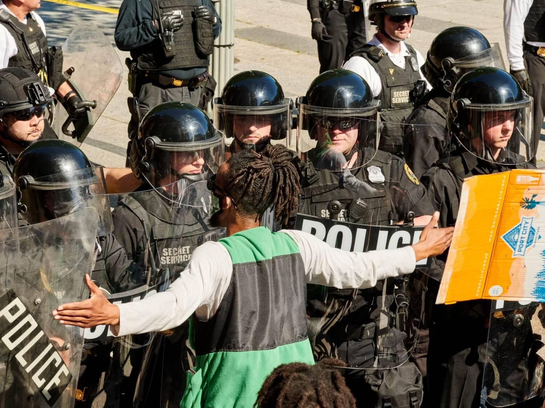 Drugi dzień protestów przeciwko brutalności policji po śmierci George'a Floyda. Waszyngton, 30 maja 2020 r.