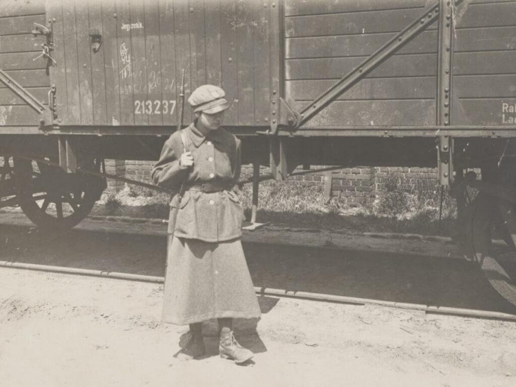 Żołnierka na posterunku