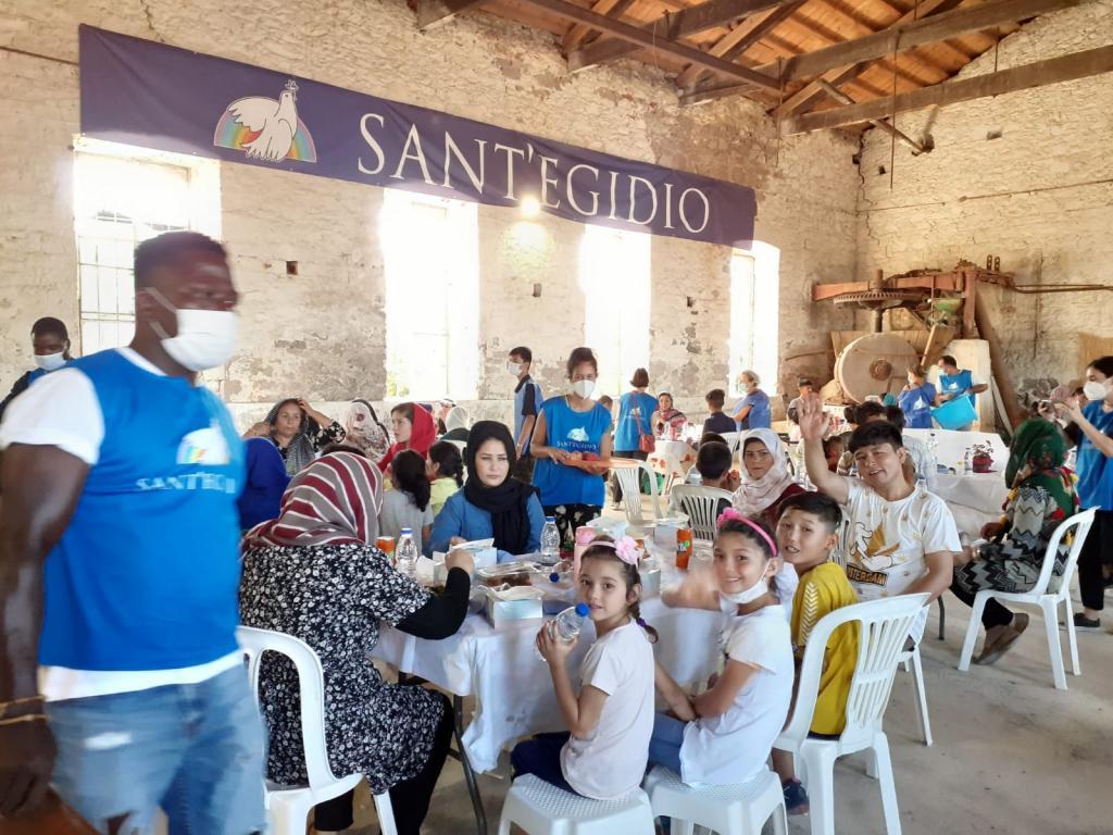 """Wolontariusze ze Wspólnoty Sant'Egidio na """"alternatywnych wakacjach"""" z uchodźcami na Lesbos"""