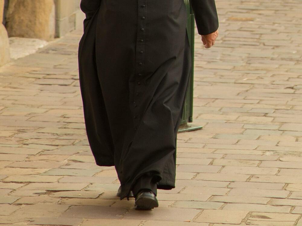 Po 16 latach od wyroku były proboszcz z Tylawy skazany za molestowanie dzieci dostał zakaz odprawiania mszy