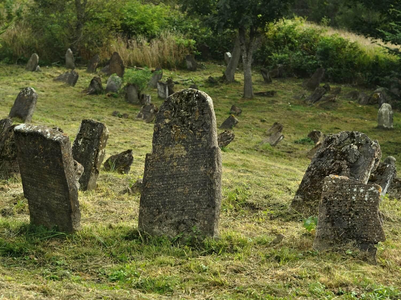 Cmentarze żydowskie w Polsce pozostają w długim cieniu Zagłady