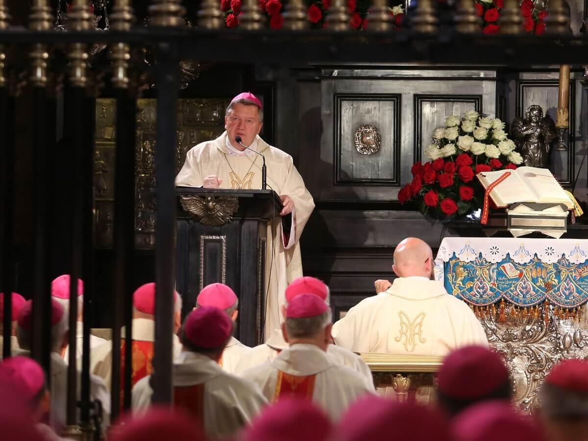 Abp Kupny: Kościoła broni się miłością, a nie nienawiścią