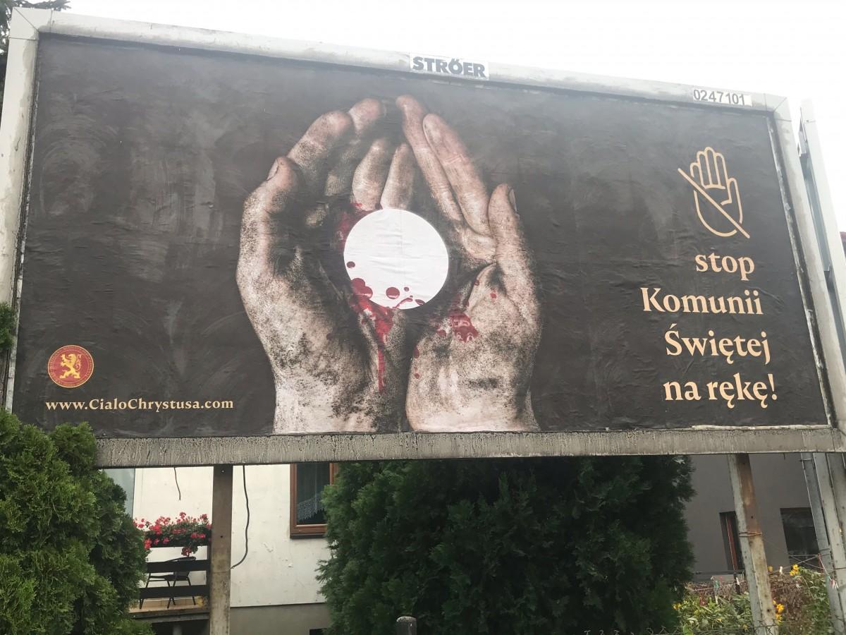 "Baner akcji ""STOP Komunii świętej na rękę!"""