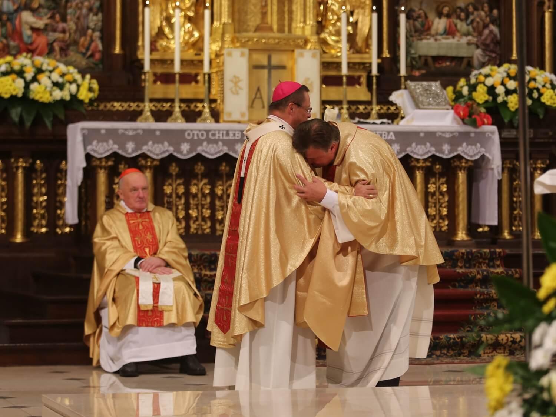 Biskupi podczas Mszy towarzyszącej obradom episkopatu w Łodzi 5 października 2020