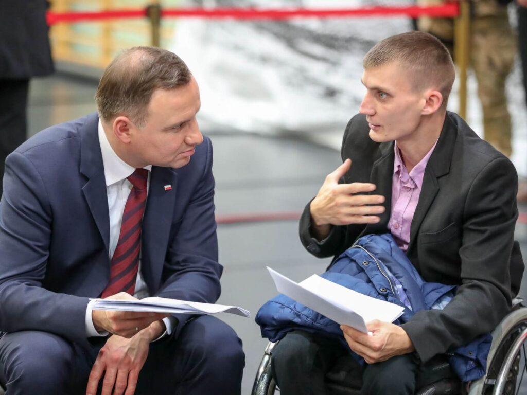 Prezydent Andrzej Duda i Tomasz Piesiecki podczas spotkania w Siemiatyczach